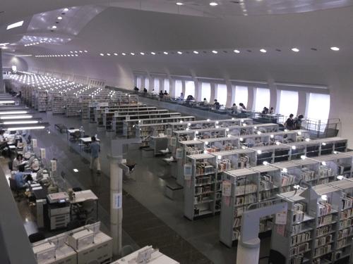 一般図書・参考図書・外国図書室画像